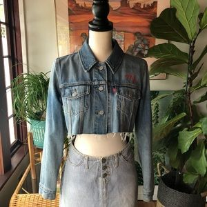 Levis Size Small Cropped Denim Jacket w Embroidery